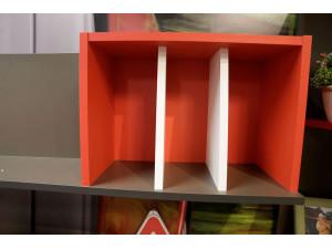 Полка книжная с красной нишей и белыми перегородками - 514.090.R (условно ПРАВАЯ)