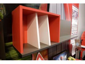 Полка книжная с красной нишей и белыми перегородками - 514.090.L (условно ЛЕВАЯ)