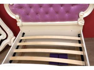 Кровать с резным изголовьем с мягкой вставкой, с решеткой и без матраса, сп. место 90*200 - 517.065